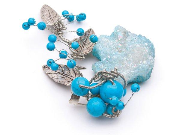 Брошь из голубого агата и бирюзы с листиками