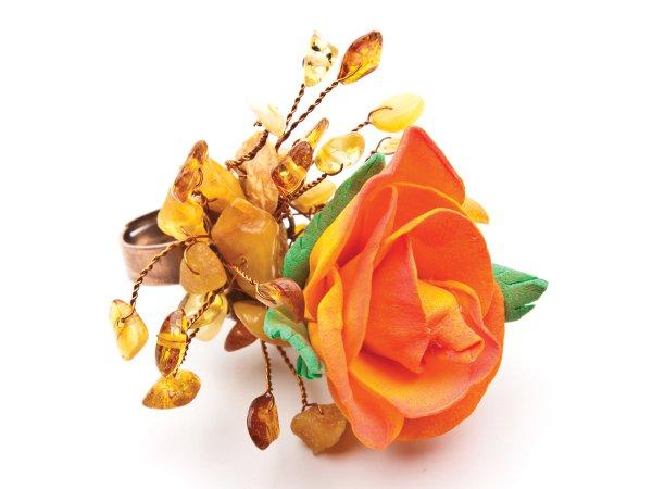 Кольцо из оранжевой розы из фоамирана с янтарем