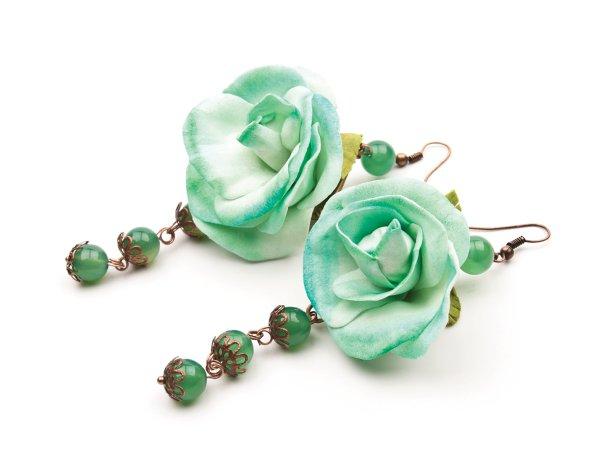 Серьги из роз мятного цвета с зеленым авантюрином