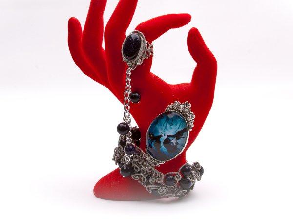 Кольцо-браслет из авантюрина с готическим кабошоном