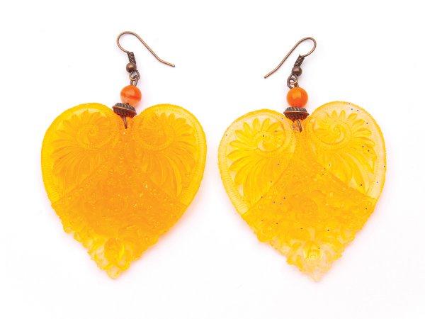 Серьги оранжевые фигурные сердца из эпоксидной смолы