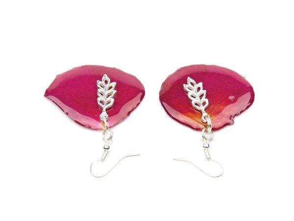 Серьги из лепестков алых роз в эпоксидной смоле