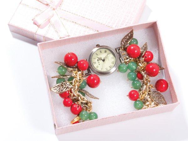 Кварцевые часы из красного коралла и зеленого авантюрина