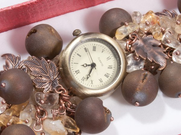 Кварцевые часы из агата и цитрина