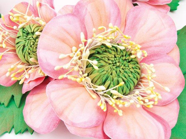 Колье из розовых цветов