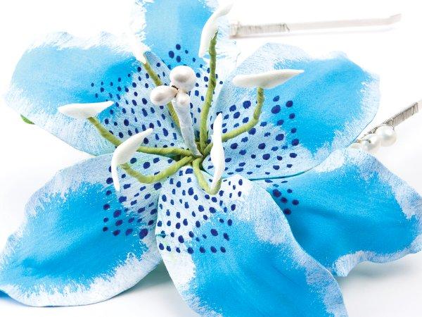 Ободок с лилией  из фоамирана и жемчугом