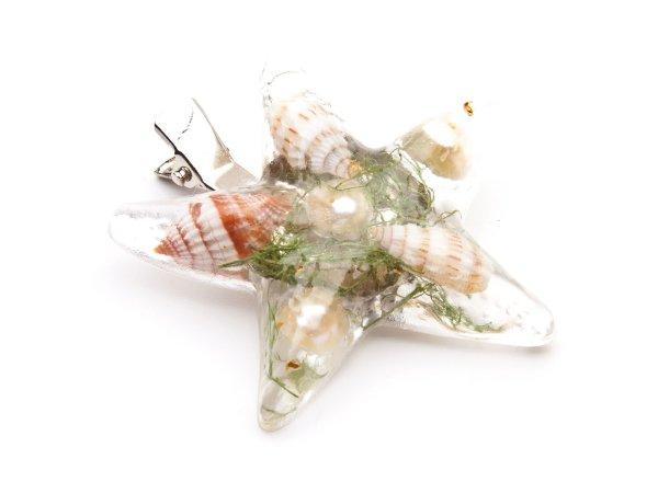 Брошь-заколка Морская звезда из ракушек и жемчуга в эпоксидной смоле