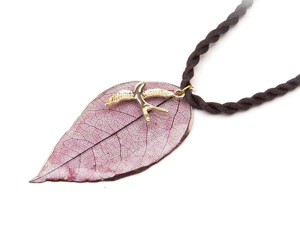 Кулон листочек в эпоксидной смоле с птичкой на шнурке
