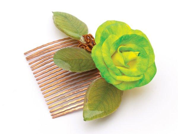 Гребень из листиков в эпоксидной смоле и розой из фоамирана