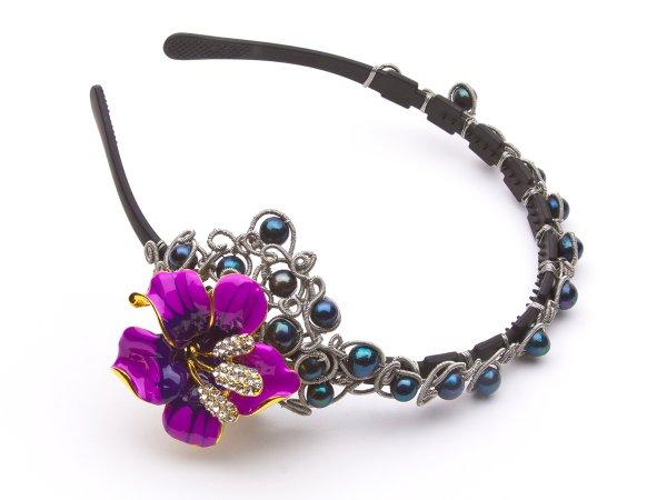 Ободок из черного жемчуга с лилией