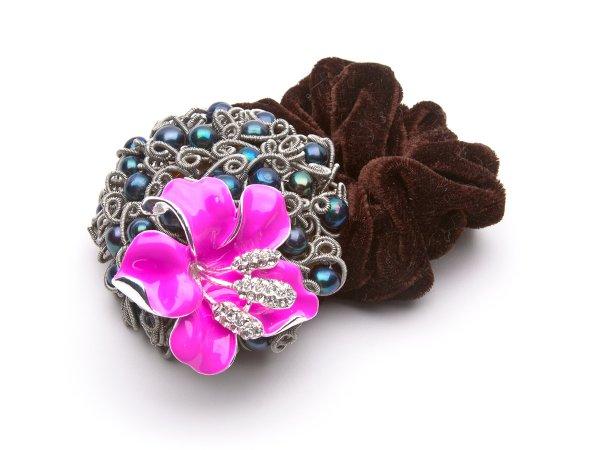 Заколка-резинка из черного жемчуга с лилией