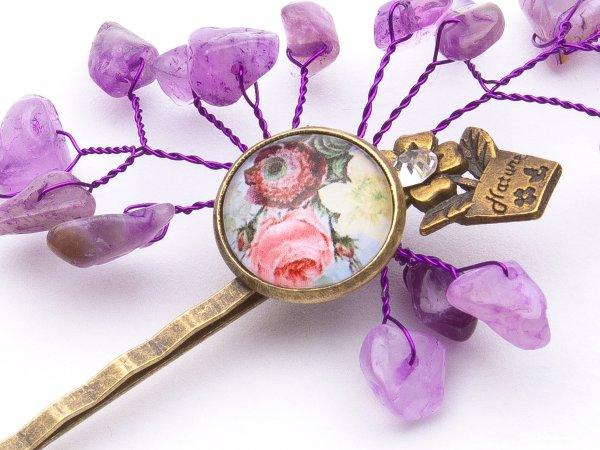 Заколка-невидимка из аметиста и цветочным кабошоном