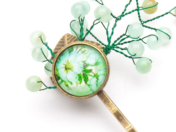 Заколка-невидимка с ониксом и цветочным кабошоном