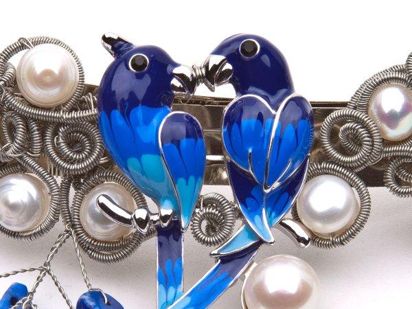 Заколка-автомат из жемчуга с синими птицами