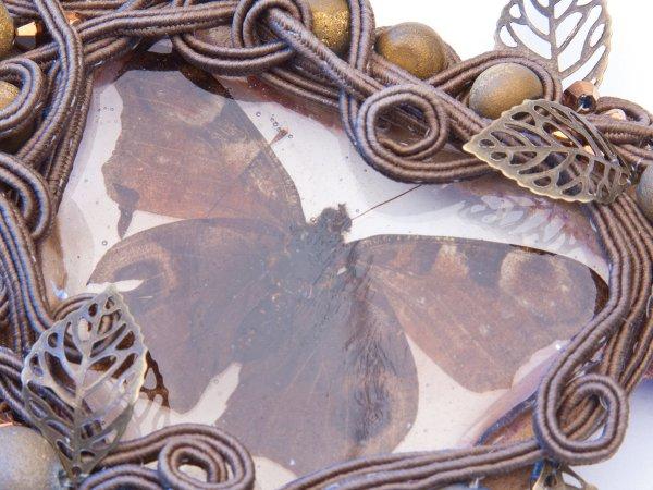 Колье из пирита с бабочкой в эпоксидной смоле