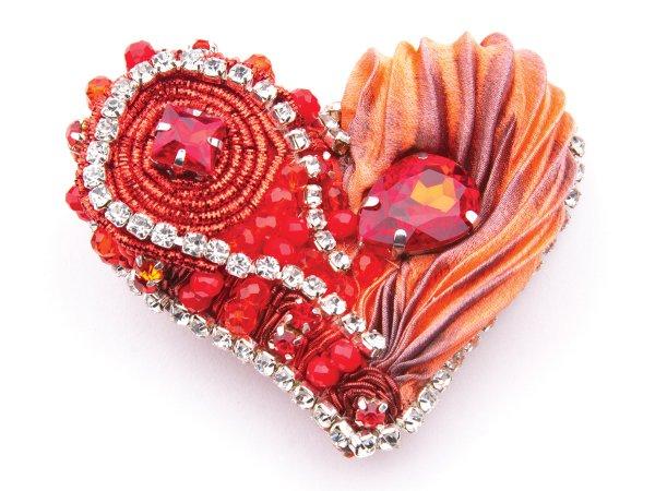 Брошь-заколка красное сердце