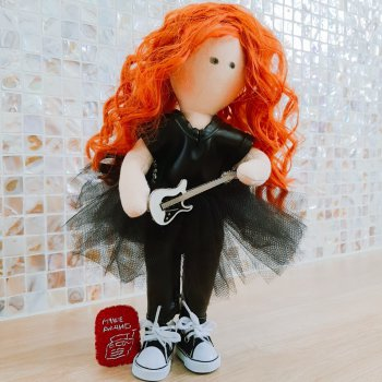 Кукла с гитарой