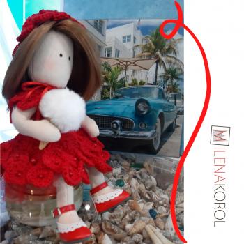 Кукла в красном платье с мороженным